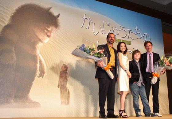 「かいじゅうたちのいるところ」記者会見に出席した(左から)ビンセント・ランディー、永作博美、マックス・レコーズ、スパイク・ジョーンズ