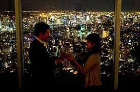 東京の夜景に包まれて、2人の愛もきっと・・・