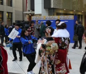 渋谷パルコ前には振り袖姿の新成人が訪れた