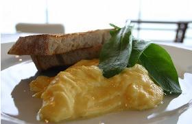「世界一の朝食」と称される「オーガニックスクランブルエッグw/トースト」