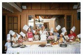 専用のシェフ帽とユニフォームに着替えたらいざ厨房へ!