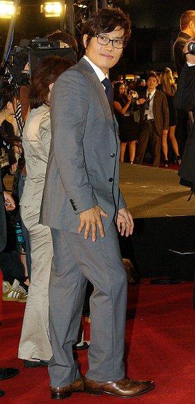 「G.I.ジョー」のレッドカーペットを歩くイ・ビョンホン