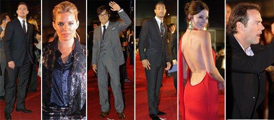 (左から)キャストのチャニング・テイタム、シエナ・ミラー、イ・ビョンホン、マーロン・ウェイアンズ、レイチェル・ニコルズとスティーブン・ソマーズ監督