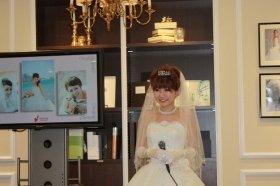 ハワイでの式でも着用したウエディングドレス姿を披露