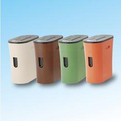 ベージュ、ブラウン、グリーン、オレンジの4色展開。