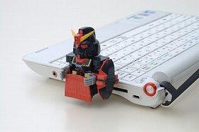 フィギュア型USBメモリによるクライアントソフトの販売は、オンラインゲーム業界初の試み