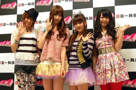 左から南明奈さん、小嶋陽菜さん、高橋みなみさん、峯岸みなみさん