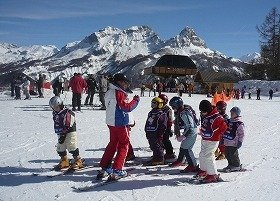 子どものスキー教室も1週間単位