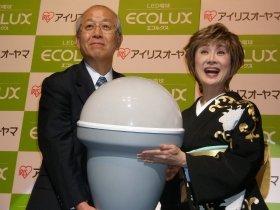 アイリスオーヤマ・大山社長(左)と小林幸子さん
