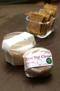 ナッツミルクで仕込んだチーズ