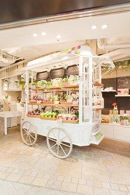 「ラ・コロリスト」エソラ池袋店の花車