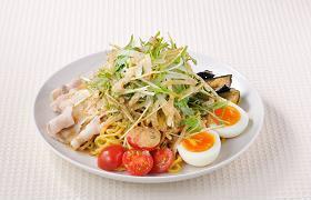 「札幌ラーメン 武蔵」の人気メニュー、「ラーメンサラダディッシュ」(980円)