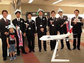 フライトには6人の男性CAが乗務した
