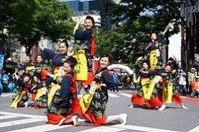 ヤング踊り連の皆さんも大張り切り!(16日、東京・渋谷で)