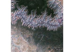 地上では切り立った断崖絶壁の岩山が広がる「グランドキャニオン」