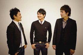 写真左から次男の嵜本晃次さん、長男の将光さん、三男の晋輔さん