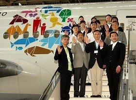 COP10のロゴがペイントされた「COP10エコジェット」。最前列右端が大西賢社長