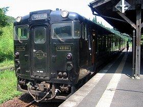ツアーでは「はやとの風」(写真)など多くの人気列車を乗り継ぐ