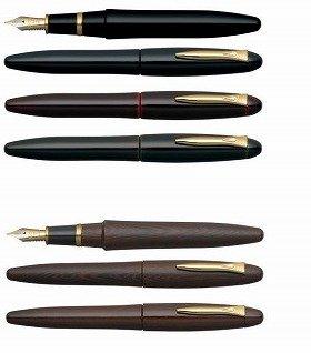 「溜塗り万年筆」(上)と「鉄刀木万年筆」(下)