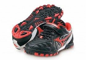 靴底の形状をドッジボールに特化させた(画像はブラック×レッド)