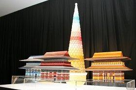 パティシエの勝間さんと谷道さんが作成したマカロンの「カラーアートオブジェ」