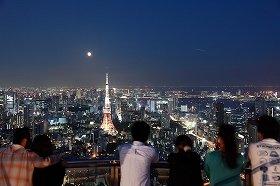 天空の月見スポットだ!