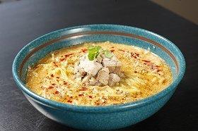 スープとちぢれ麺の相性は抜群