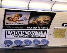 ペット遺棄防止キャンペーンの大型ポスター