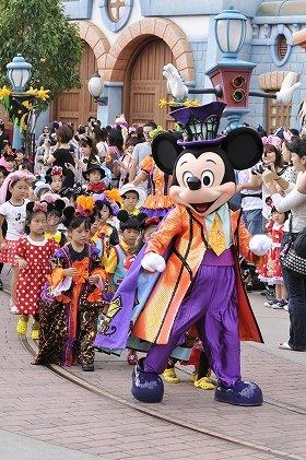 (C)Disney トゥーンタウン・ハロウィーン仮装パーティーの様子