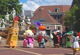 左から「ドムくん」、「ローズ姫」、「テンボスキング」、「テンボス王子」、「ふうしゃん」 (画像はハロウィーンイベントで仮装中)