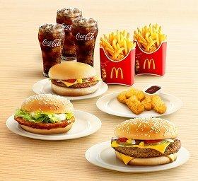 写真はセットB ハンバーガーはクォーターパウンダー・バーガー、てりやきマックバーガー、チーズバーガーの3つ