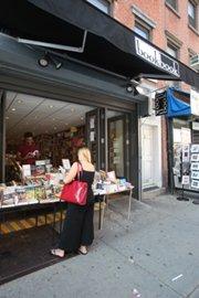 元の「Biography Bookstore」は「bookbook」として近所に再オープン