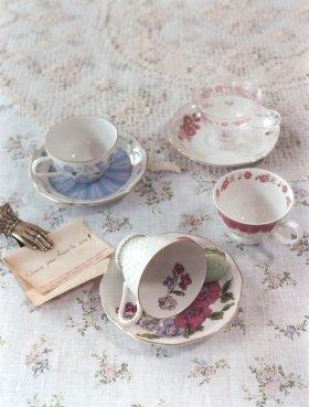 組み合わせ自由なカップ&ソーサーでお茶会を楽しんでみては