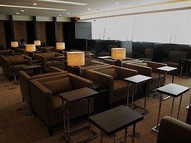 全席に1人掛けシートを備えた「ファーストクラスラウンジ」