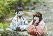 手のひらサイズの愛らしい人形