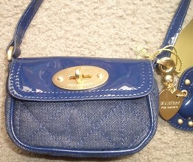 Mulberryのミニショルダーは14.99ドル(上)。リバティのバッグは19.99ドルとお買い得