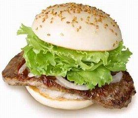 見るからに肉がはみ出ている「はみだしステーキバーガー」