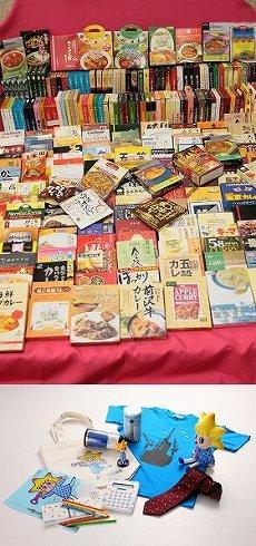 300種のレトルトカレー(写真上)と東京スカイツリーグッズ(写真下)。応募の受け付けはどちらも10年12月26日から