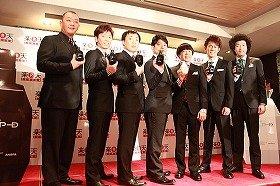 表彰式には「K-BO-BO商事」のメンバーも出席(12月1日、ホテルオークラで)