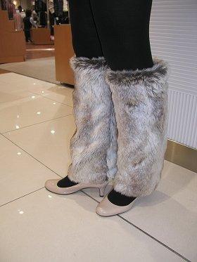 """图为""""长毛绒暖腿""""(""""FRANTICA""""品牌,售价3990日元)"""