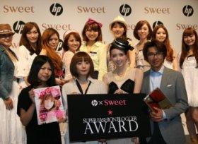 座談会に参加したモデルのikumiさん(前列右から2番目)