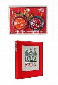 「コカ・コーラ×ビームスコラボレートヨーヨー」(上)と世界で1250冊限定の「アートブック スペシャルエディション」(下)