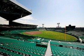 阪神甲子園球場は高校野球の聖地、阪神タイガースのホームグラウンド。アメリカンフットボールの大学日本一を決める「甲子園ボウル」の開催地でもある