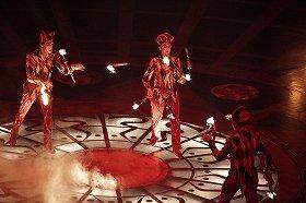 「ジャグリング」Photo: Kishin Shinoyama  Costume: Renée April (C)Cirque du Soleil Inc.