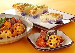 写真は、フロ・プレステージュ「カラフルポテトのクリーム煮」(奥)とまつおか「カラフルポテトと根菜甘辛揚げ」(手前)