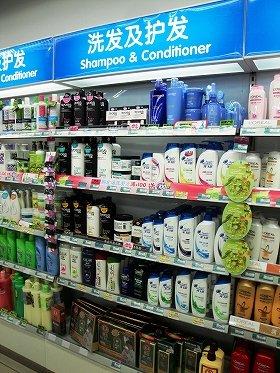 スーパーなどの売り場に所狭しと並ぶヘアケア製品