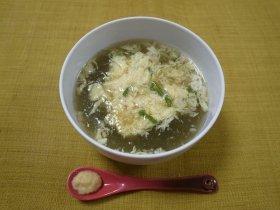 本多氏考案の「即席かき玉とろろ昆布スープ」