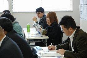 「太陽光設計士」目指し講義を受ける道野杏奈さん