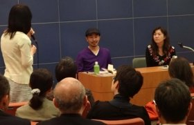 角田光代さんを迎えての読書会は活発な意見交換で盛り上がった