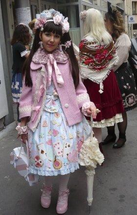 日本のブランドで決めた妖精のような少女